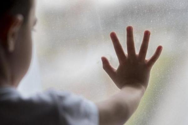 Вихователька дитсадка вигнала дворічного малюка на вулицю