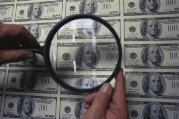 Лайфхак: як легко розпізнати фальшиві долари