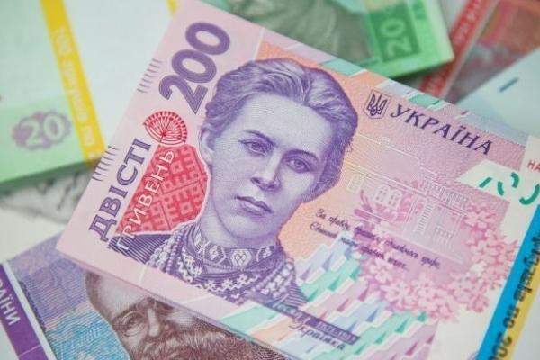 Зарплати українців знову зросли: в яких областях платять найбільше