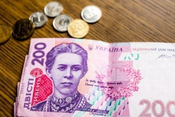 П'ять тисяч гривень для хірурга вищої категорії: Стали відомі зарплати українських лікарів