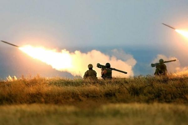 Бойовики пішли в наступ на Донбасі: з'явилося відео кривавого бою