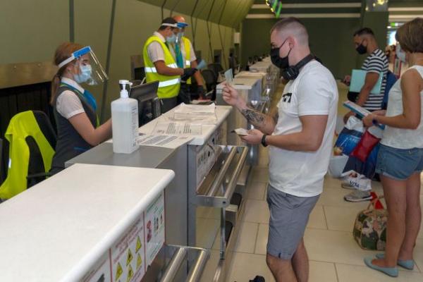 Подорожі за кордон: як перевірити, чи можна українцям відвідувати країну