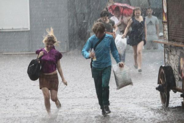 Сильна спека і грози: українців попередили про небезпечну погоду