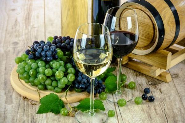 Цей швидкий спосіб допоможе відрізнити натуральне вино від порошкового