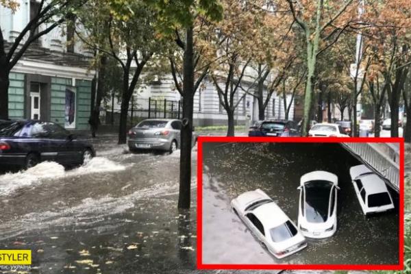 Дніпро за півгодини перетворилося на Венецію: у місті пройшла потужна злива